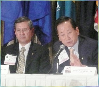 Rotary International Vice President Dr. Monty Audenart and Rotary International President Dong Kurn Lee
